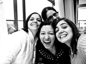 Fabrícia, Camilla, eu e a Patrícia lá atrás!