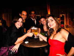 um brinde à Camilla e ao Leandro!